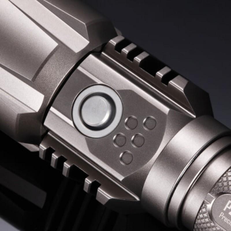 Презареждаем фенер Nitecore P25